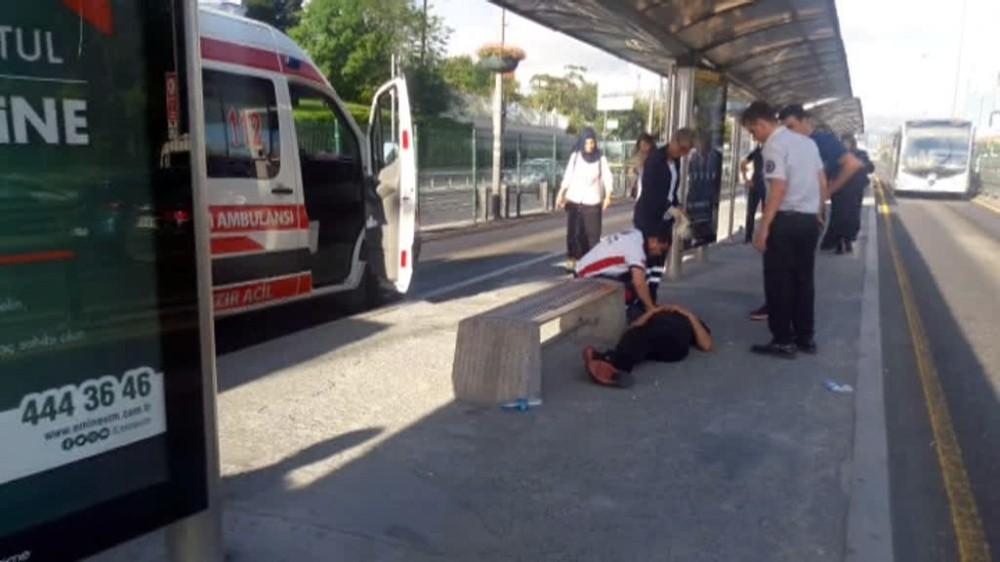 Bonzai İçen Genç, Metrobüs Seferlerini Aksattı