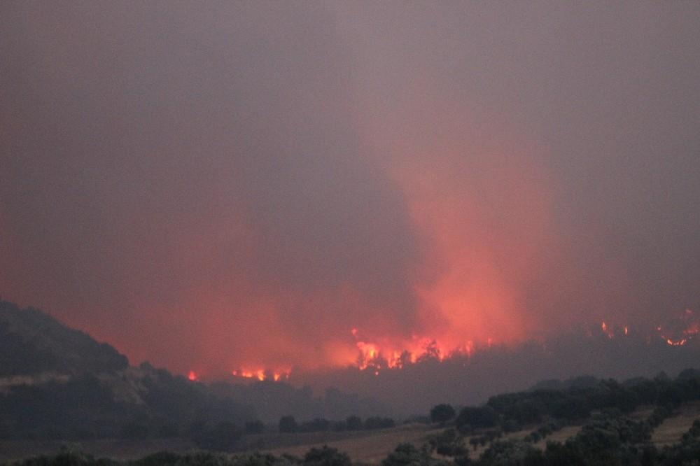 Denizlide Orman Yangını Devam Ediyor