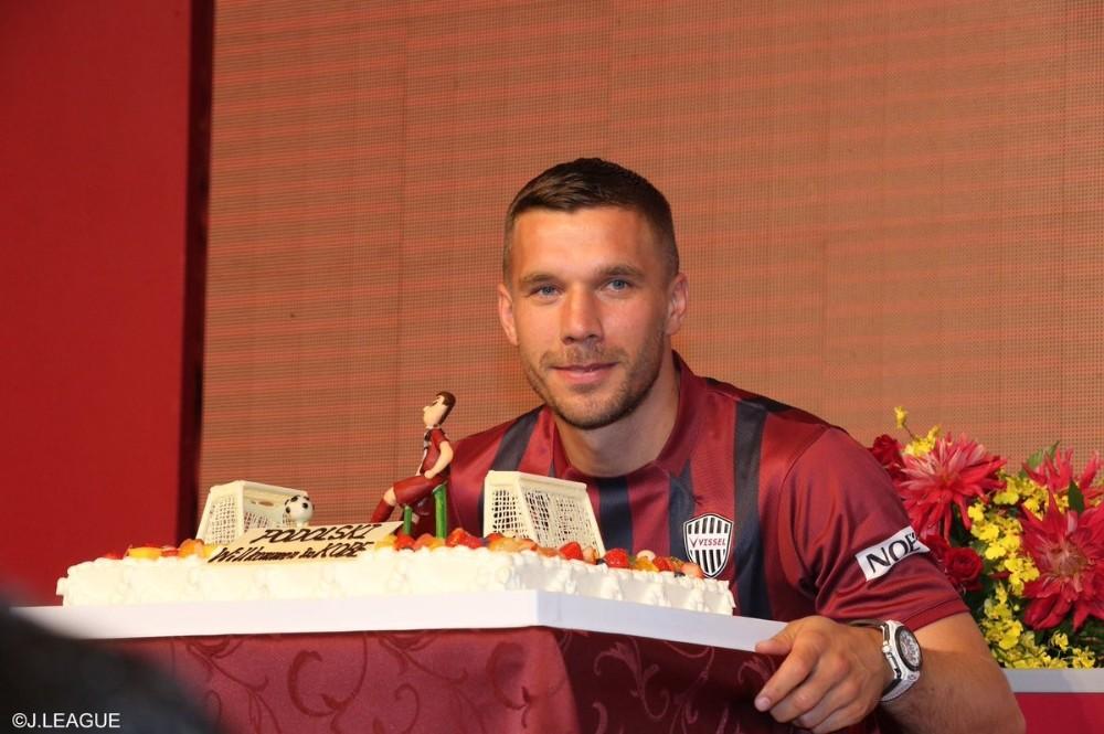 Podolski, Vissel Kobede İmzaladı