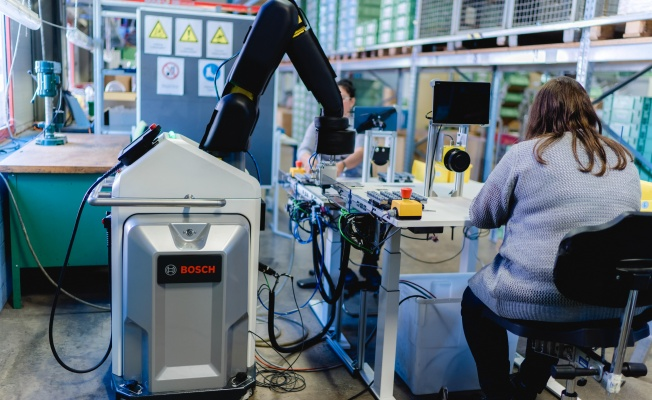 Bosch'un robot teknolojisi engelli çalışanların hizmetinde