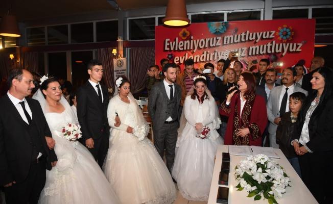 Avcılar Belediyesi'nden Resmi Nikahı Olmayan Roman Çiftlere Düğün Töreni