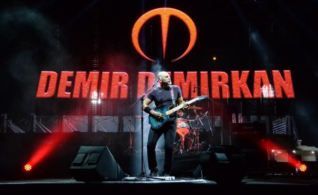 DEMİR DEMİRKAN ''2004 İSTANBUL'' ALBÜMÜ 15. YIL TURNESİNE ÇIKIYOR !
