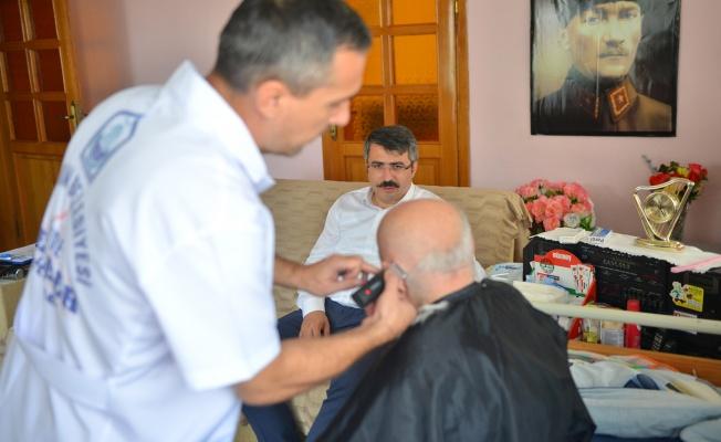 YILDIRIM'DA 'EVDE ÜCRETSİZ BERBER' HİZMETİ