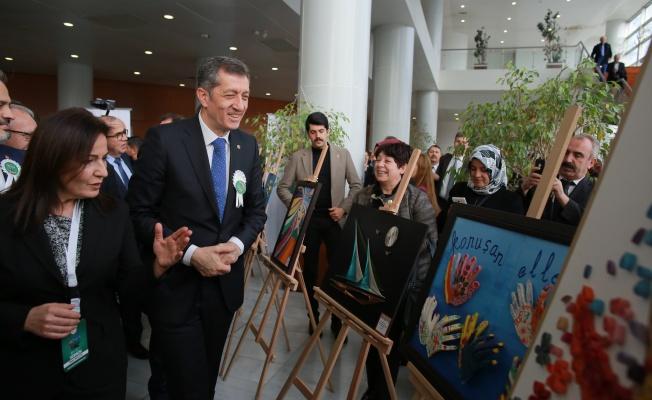 ENGELSİZ EĞİTİM'İN ÖZEL ÖĞRENCİLERİ BURSA'DA 'SANATA ENGEL YOK' DEDİE