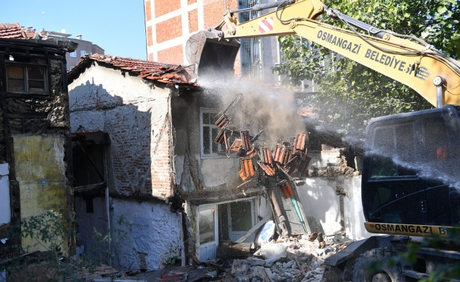 Osmangazi Belediyesi 100 Metruk Binayı Yıktı