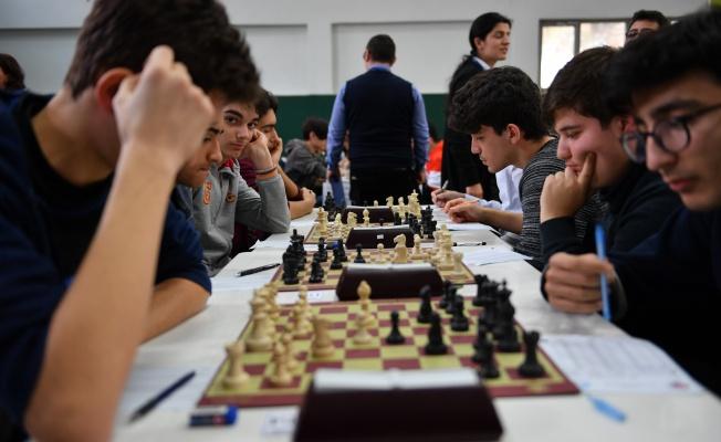 Genç Satranççılar Kupalarını Aldı