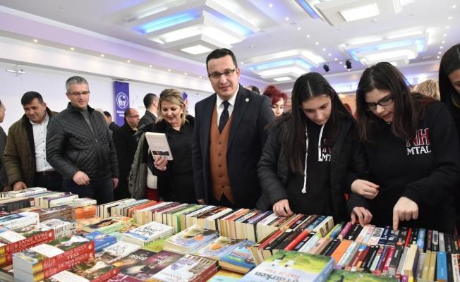 Mustafakemalpaşa'da kitap günleri başladı
