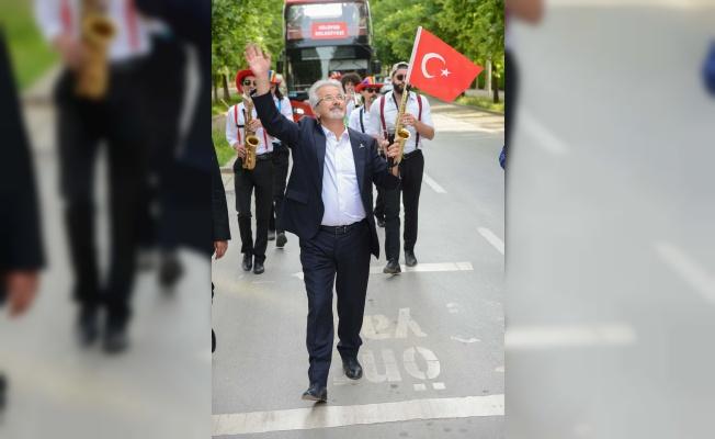 NİLÜFER'DE BAYRAM SEVİNCİ BALKONLARA TAŞTI