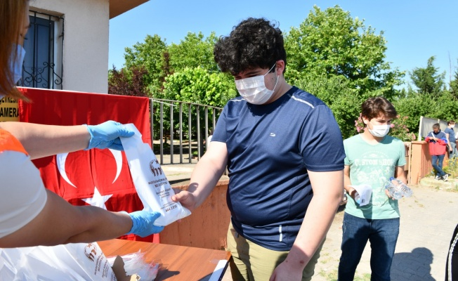 Belediyeden YKS adaylarına maske ve hijyen desteği