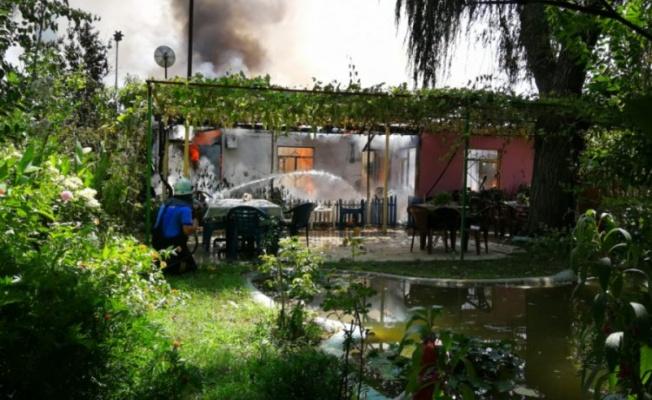 Bursa'da tek katlı ev alev aldı