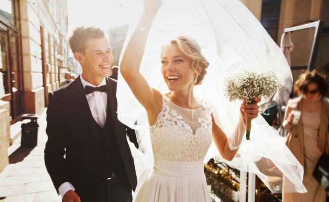 Gelin adaylarına evde düğün önerileri