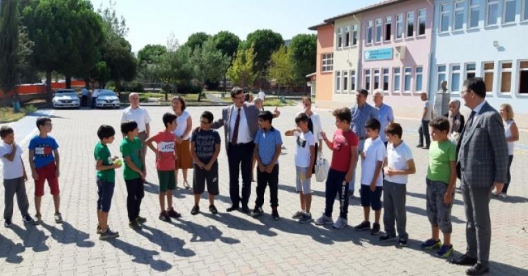 Bursa'da okullar öğrencilerle şenlendi