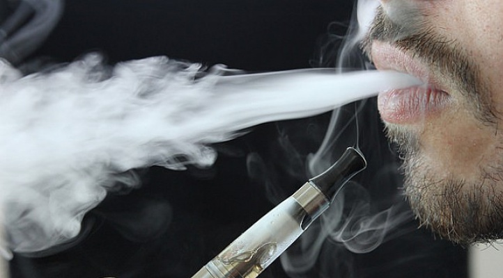 Elektronik sigara kullanan erkekler baba olamayabilir!