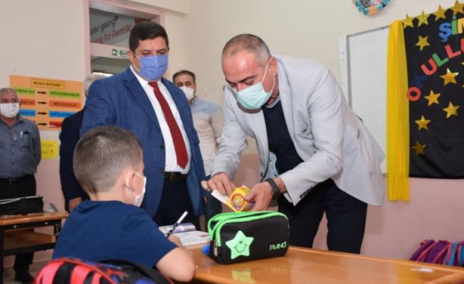 Gemlik Belediye Başkanı Sertaslan'dan minik öğrencilere ziyaret