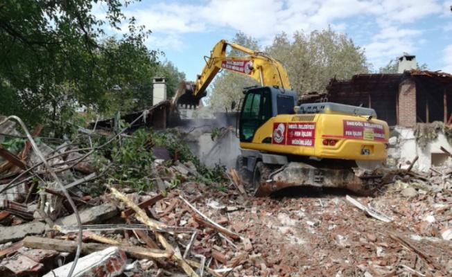 İnegöl'de 3 bölgede yıkım çalışmaları gerçekleştirildi
