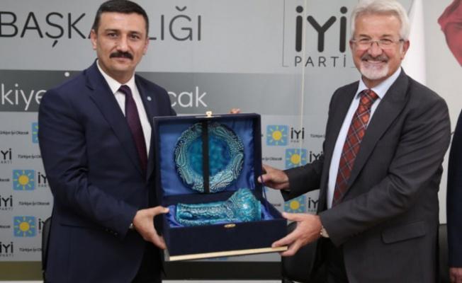 Nilüfer Belediye Başkanı Erdem'den İYİ Parti'ye 'hayırlı olsun' ziyareti