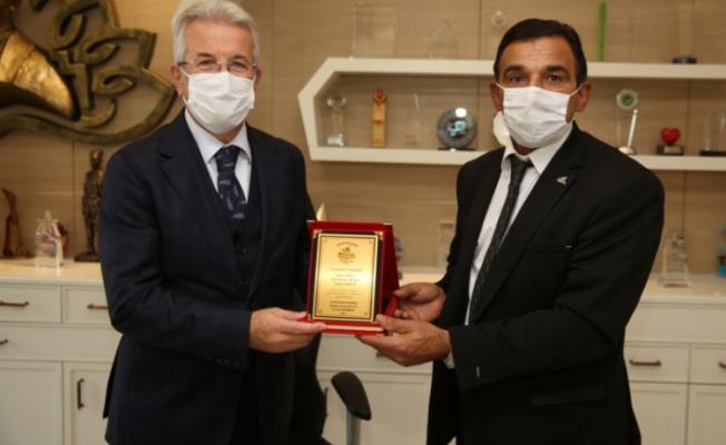 Anavatan Partisi'nden Başkan Erdem'e teşekkür plaketi