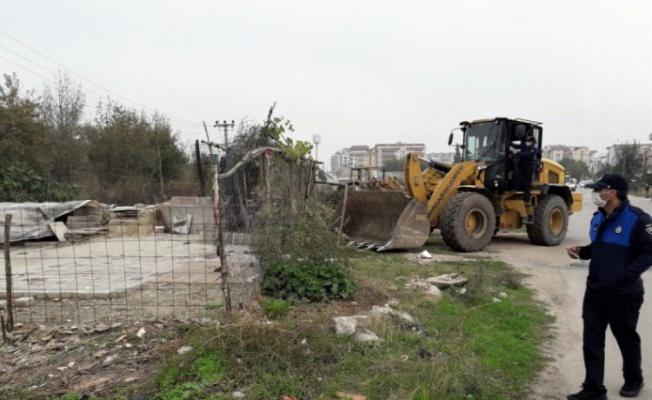 Bursa'da kaçak ahır, kümes ve barakalar yıkıldı