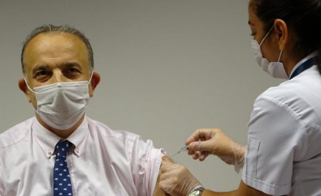 Uludağ Üniversitesi dekanı korona virüs aşısı yaptırdı