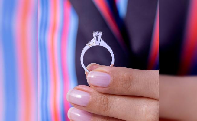 Evlilik Teklifi Yaparken Hangi Pırlanta Yüzük Tercih Edilmeli?