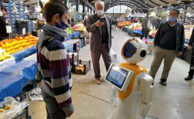 'Robot Ada' İnegöl'de pazar gezdi