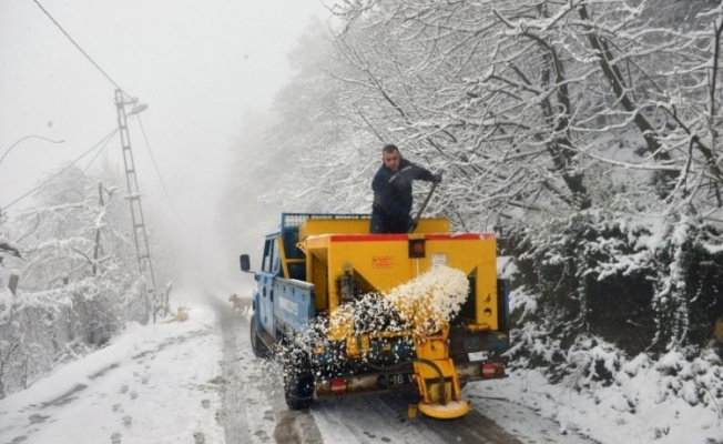 Yıldırım'da yoğun kar mesaisi