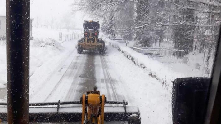 Nilüfer'de kar yağışıyla kapanan yollar açılıyor