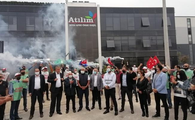 İşten çıkarılmalara meşaleli protesto