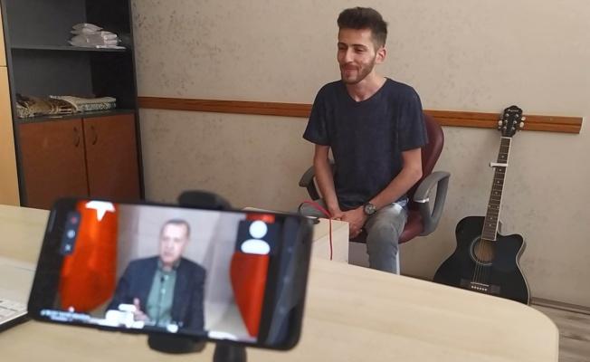 Karacabeyli genç Çelik'in Cumhurbaşkanı Erdoğan için bestelediği  'Koca Yürekli Adam' 2023 seçim şarkısı olabilir