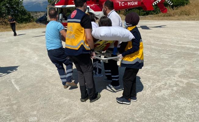 Bursa'nın Keles İlçesi'nde rahatsızlanan hasta, helikopter ambulans ile Çekirge Devlet Hastanesi'ne sevk edildi.