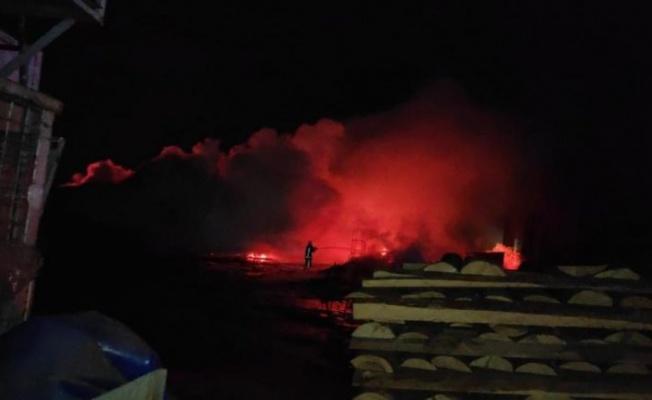 Bursa'da palet fabrikasındaki yangın kontrol altına alındı