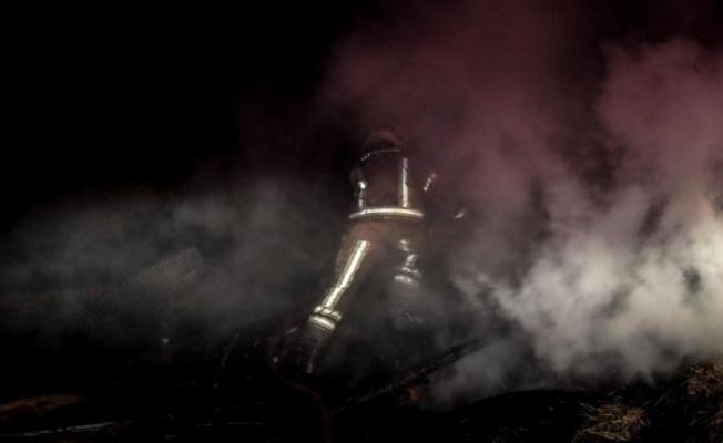Samanlıkta çıkan yangın Uludağ'daki ormanlık alana sıçramadan söndürüldü