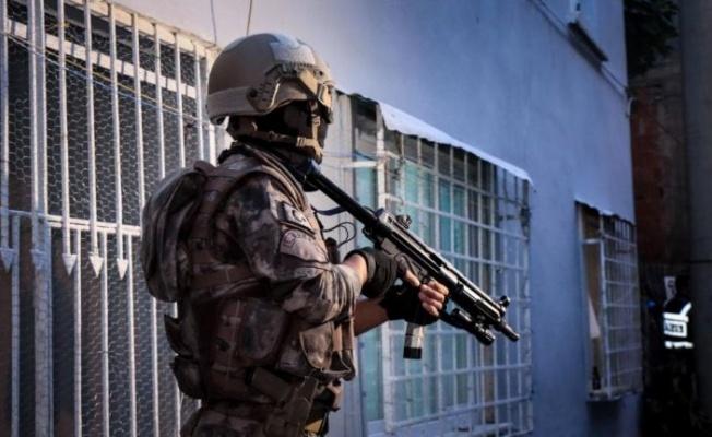 """Bursa'da 850 polisin katılımıyla uyuşturucu satıcılarına """"şafak"""" operasyonu"""