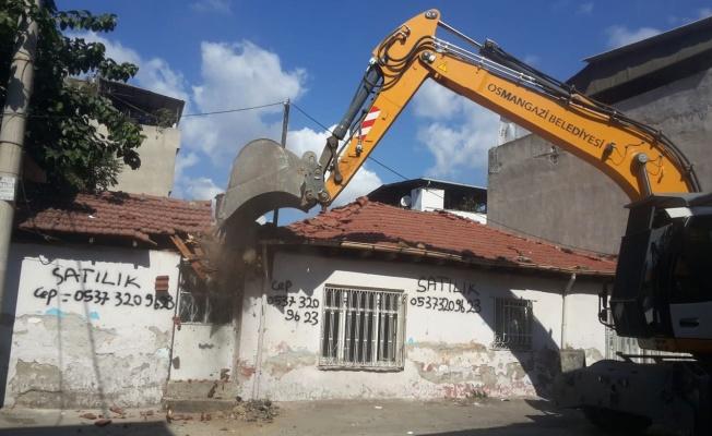 Osmangazi'de metruk bina temizliği