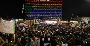 İsrail'de onbinler ırkçı yasayı protesto etti