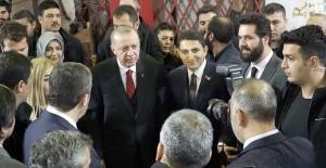 """Cumhurbaşkanı Recep Tayyip Erdoğan Birevim Standı'nda  TRT'nin """"Diriliş Ertuğrul"""" ekibiyle buluştu!"""