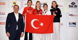 ŞAMPİYON İNGİLTERE'YE GİDİYOR