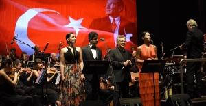 ZÜLFÜ LİVANELİ'DEN GAZİANTEP'TEKİ İLK KONSERİ