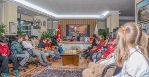 KARACABEY'DE MİNİKLER SORDU BAŞKAN YANITLADI