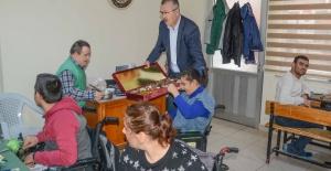 KARACABEY'DE TOPLANAN MAVİ KAPAKLAR ENGELLİLERE UMUT OLUYOR
