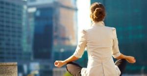 EVDE KAL ÇAĞRISINA UYARKEN STRESİ YÖNETMEK İÇİN FAYDALI İPUÇLARI