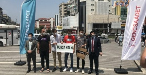 Saadet Partisi Bursa il gençlik kolları Belediyelerdeki israfı konu alan tiyatral bir basın açıklaması yaptı.
