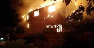 Bursa'da 3 ev alev alev yandı