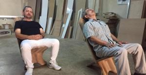 Bursa'da bel ağrısına iyi gelen sandalye üretildi