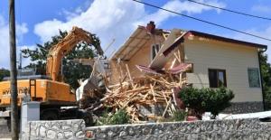 Uludağ'daki Kaçak Villa Yıkıldı