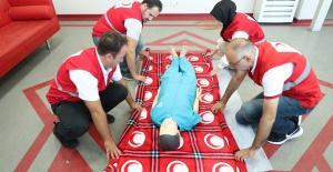 Bursa Kızılay Şubesi ilk yardım eğitimi çalışmalarını aralıksız sürdürüyor