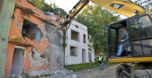 Mollaarap'ta kamulaştırılan binalar yıkılıyor
