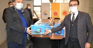 Bursa Yenişehir Ticaret Borsası 55 öğrenciye tablet bağışladı
