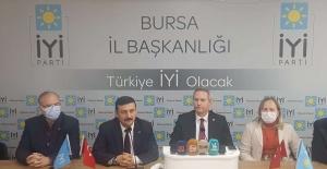 İYİ Parti Bursa'dan açıklama: Öğrenci dert okuyor, öğretmen çile dolduruyor!