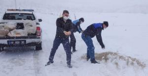 Karacabey'de karla mücadele devam ediyor